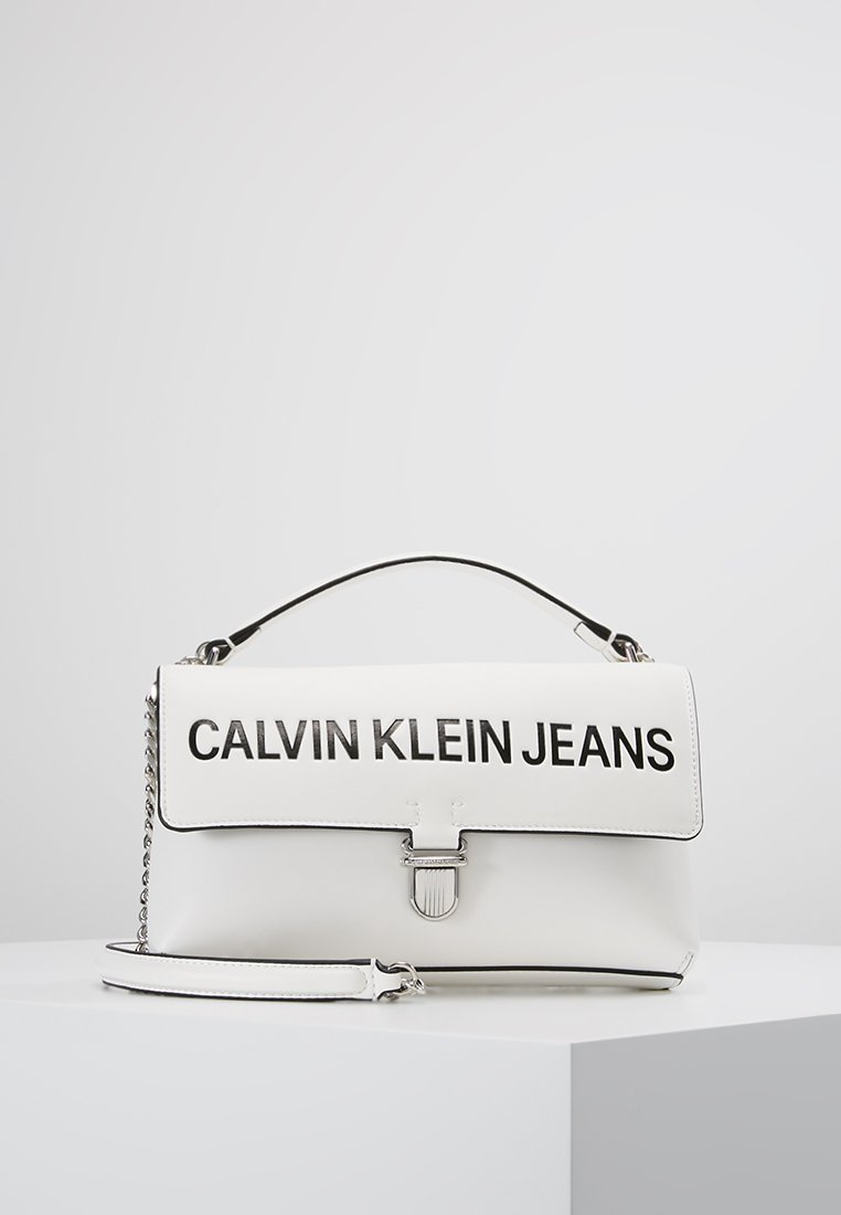 Calvin Klein Jeans - SCULPTED LOGO FLAP - Handtasche - white