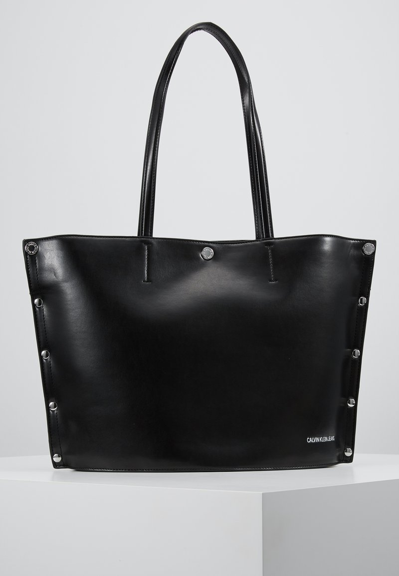 Calvin Klein Jeans - RIVET TOTE ROUND BOTTOM - Handbag - black