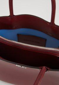 Calvin Klein Jeans - MONOGRAM SATCHEL - Kabelka - purple - 4