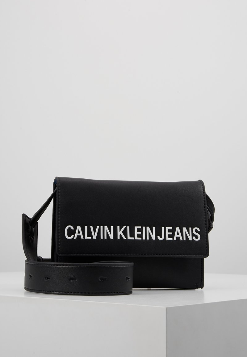 Calvin Klein Jeans - SCULPTED ENVELOPE SLING - Sac bandoulière - black