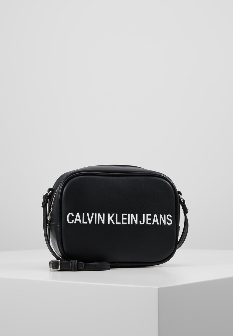 Calvin Klein Jeans - SCULPTED CAMERA BAG - Umhängetasche - black