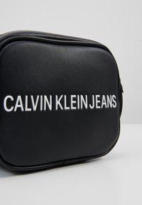 Calvin Klein Jeans - SCULPTED CAMERA BAG - Umhängetasche - black - 6