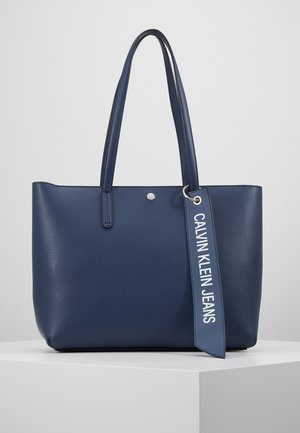CKJ BANNER EW SHOPPER - Shopping bags - blue