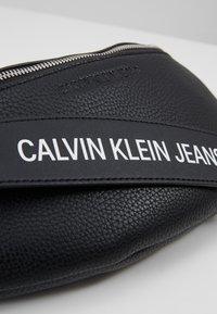 Calvin Klein Jeans - BANNER STREETPACK - Gürteltasche - black - 6