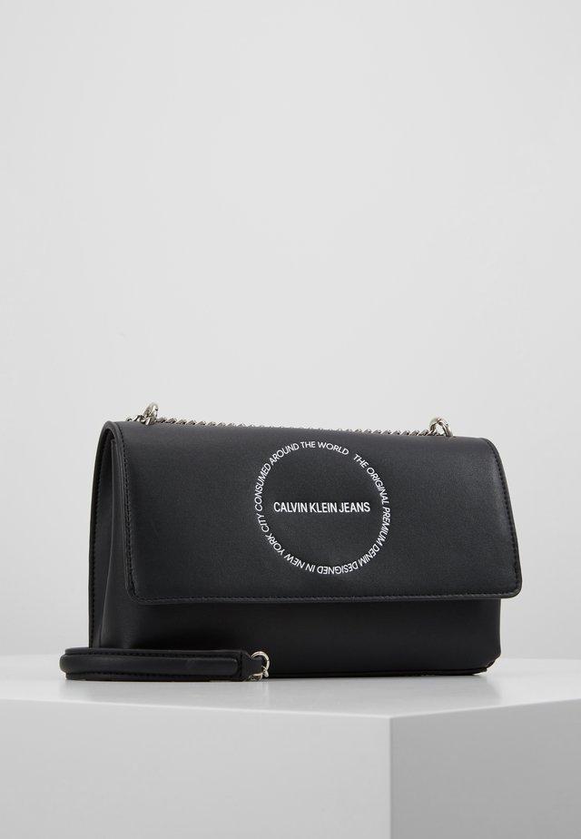 SCULPTED CONVERTIBLE FLAP - Across body bag - black
