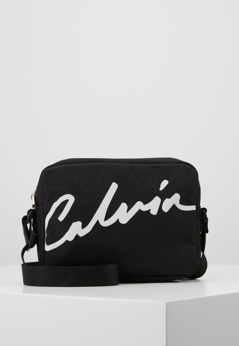 Calvin Klein Jeans - CKJ SPORT ESSENTIALS CAMERA BAG - Sac bandoulière - black