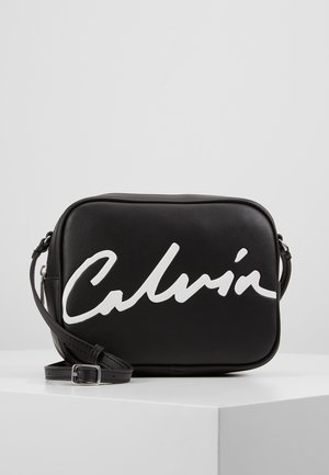 SCULPTED LARGE CAMERA BAG - Across body bag - black