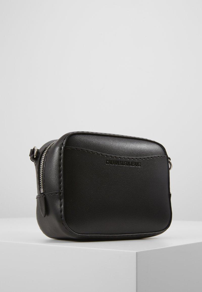 Calvin Klein Jeans - MONO HARDWARE CAMERA BAG - Torba na ramię - black