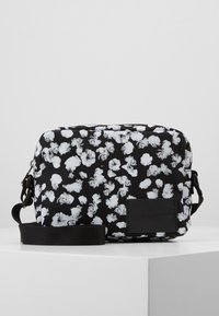 Calvin Klein Jeans - CKJ SPORT ESSENTIALS CAMERA FLOR - Taška spříčným popruhem - black - 1