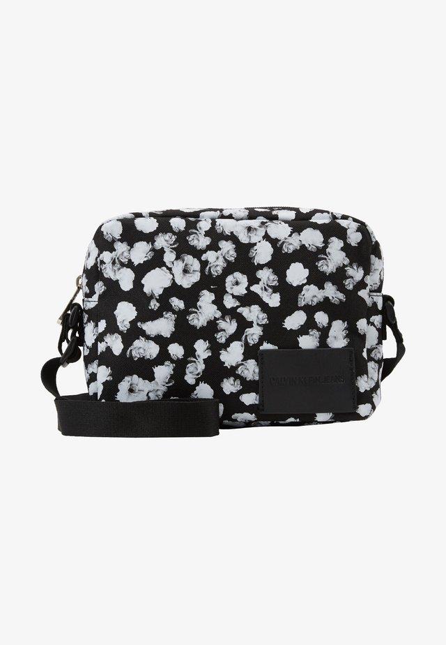 CKJ SPORT ESSENTIALS CAMERA FLOR - Across body bag - black