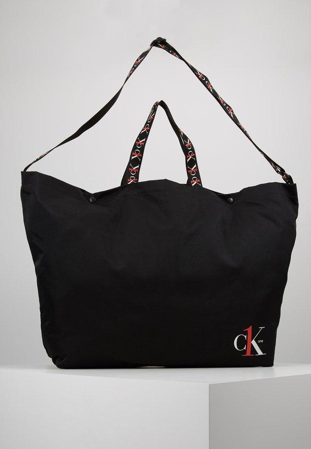 XL SHOPPER TAPEALLOVER - Tote bag - black