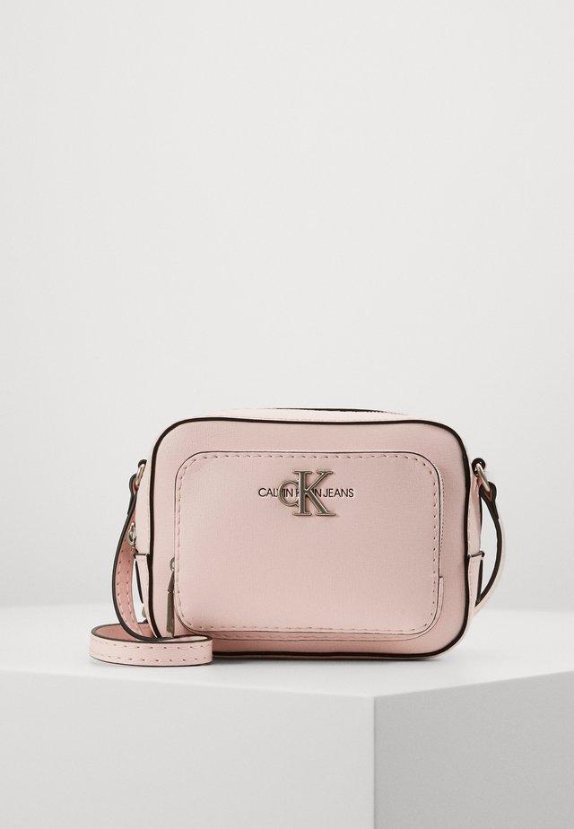CAMERA BAG - Axelremsväska - pink