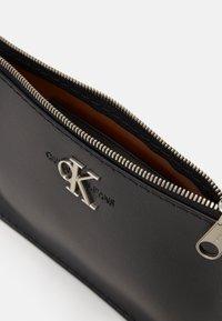 Calvin Klein Jeans - CROSSBODY CHAIN - Borsa a tracolla - black - 4