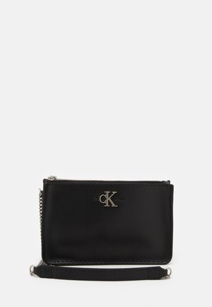 CROSSBODY CHAIN - Skuldertasker - black