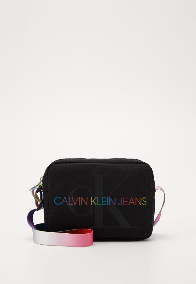CAMERA BAG PRIDE - Across body bag - black