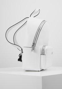 Calvin Klein Jeans - CKJ BANNER CP BACKPACK 35 - Mochila - white - 3