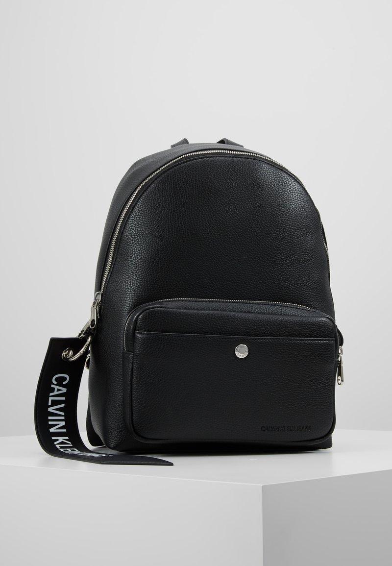 Calvin Klein Jeans - CKJ BANNER CP BACKPACK 35 - Reppu - black