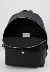 Calvin Klein Jeans - CKJ BANNER CP BACKPACK 35 - Reppu - black - 4