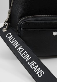 Calvin Klein Jeans - CKJ BANNER CP BACKPACK 35 - Reppu - black - 6