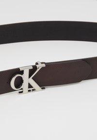 Calvin Klein Jeans - GYM CLASS MONOGRAM 35MM - Vyö - brown - 2