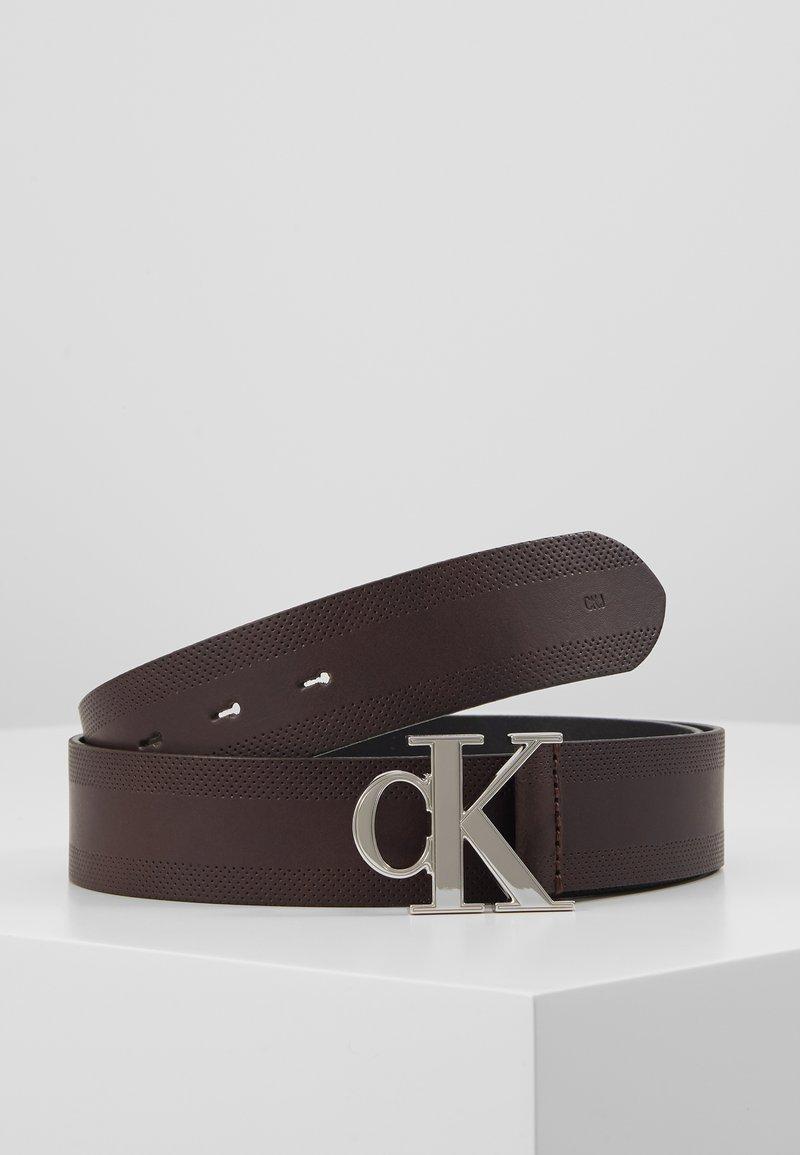 Calvin Klein Jeans - GYM CLASS MONOGRAM 35MM - Vyö - brown