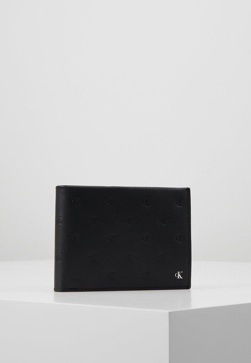 Calvin Klein Jeans - MONOGRAM EMBOSS BILLFOLD COIN - Lommebok - black