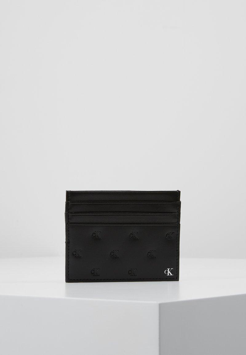 Calvin Klein Jeans - MONOGRAM EMBOSS CARDHOLDER - Funda para tarjeta de visita - black