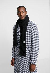 Calvin Klein Jeans - BASIC SCARF - Écharpe - black - 0