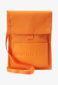 Calvin Klein Jeans - SPORT ESSENTIALS PASS LAYNARD - Torba na ramię - orange - 5