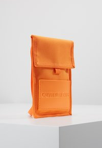 Calvin Klein Jeans - SPORT ESSENTIALS PASS LAYNARD - Torba na ramię - orange - 3