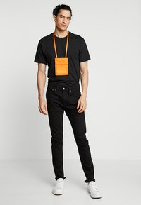 Calvin Klein Jeans - SPORT ESSENTIALS PASS LAYNARD - Torba na ramię - orange - 1