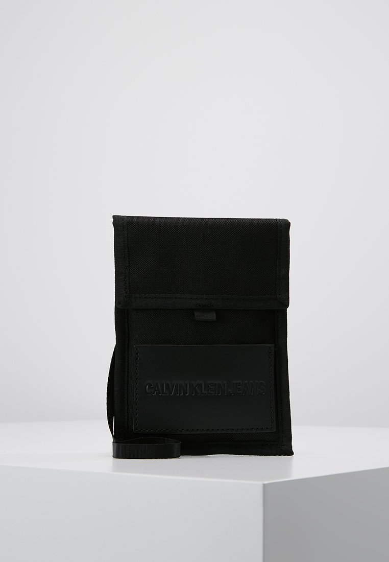 Calvin Klein Jeans - SPORT ESSENTIALS PASS LAYNARD - Borsa a tracolla - black