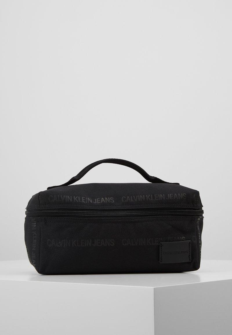 Calvin Klein Jeans - SPORT ESSENTIALSWASHBAG - Neceser - black