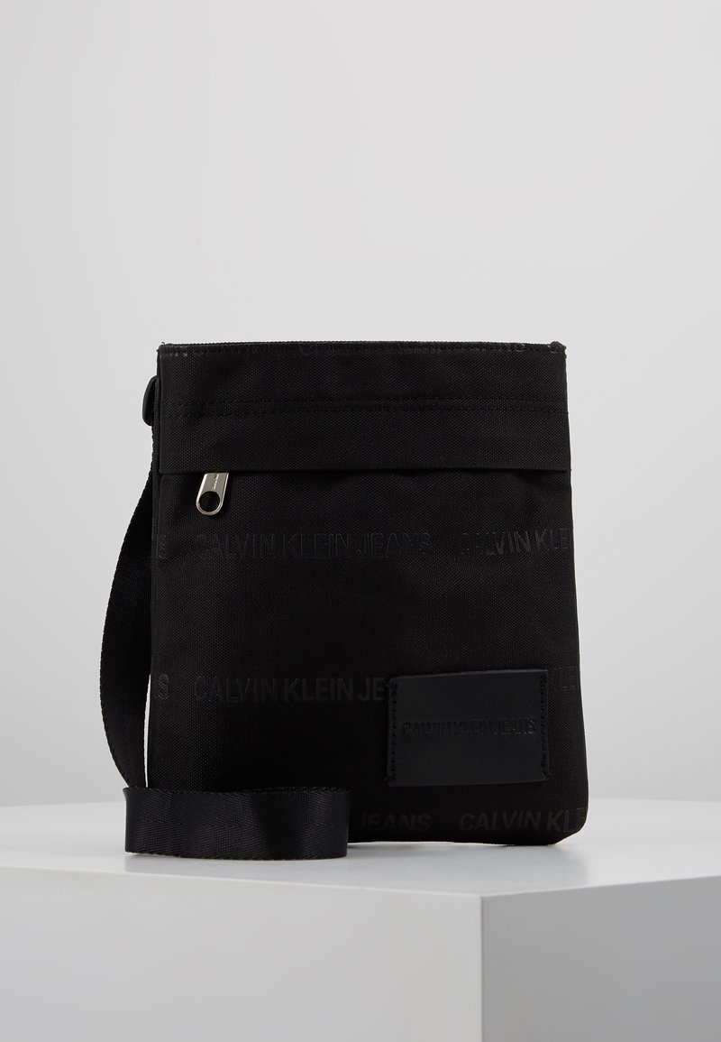Calvin Klein Jeans - ESSENTIAL MICRO FLATPACK - Bandolera - black