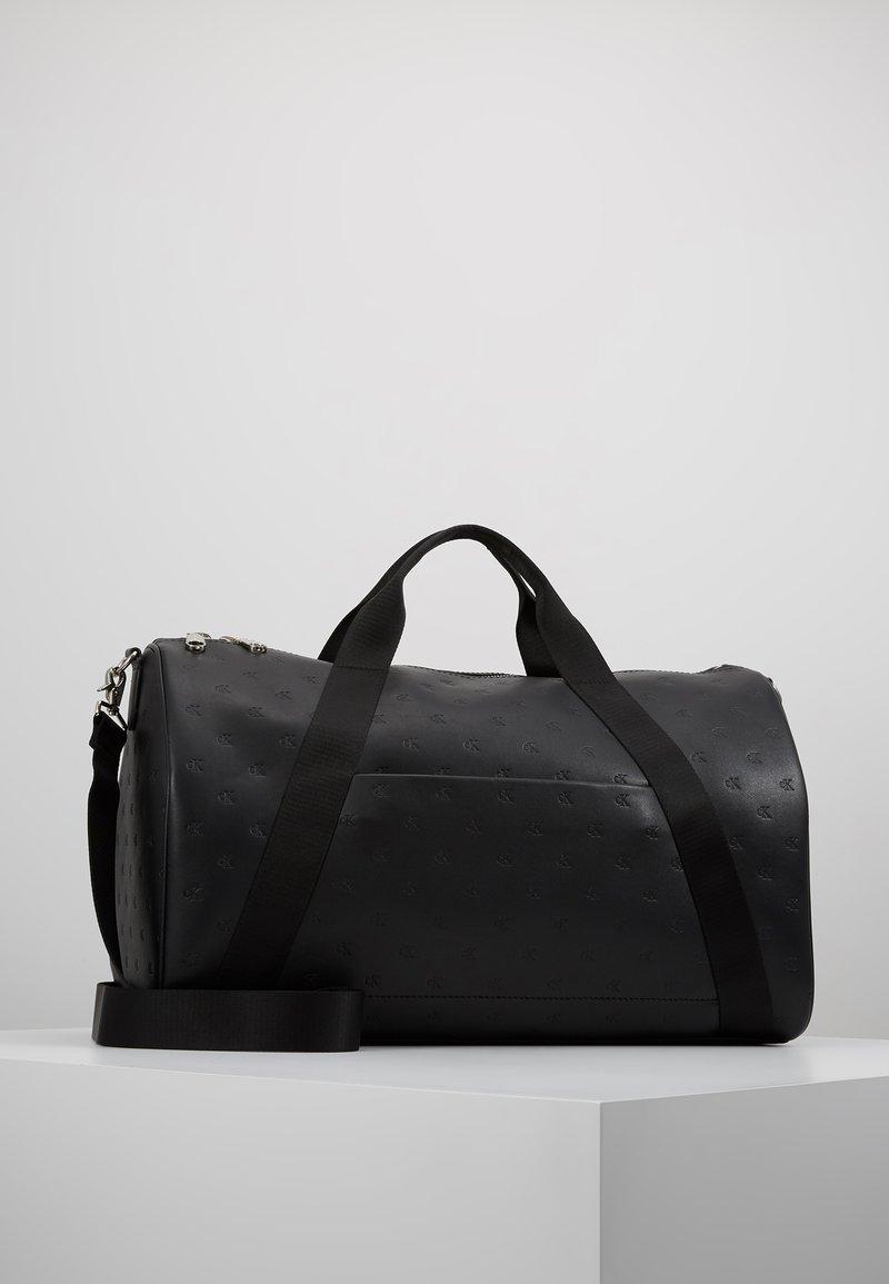 Calvin Klein Jeans - SMOOTH ESSENTIALS MONODUFFLE - Weekendveske - black