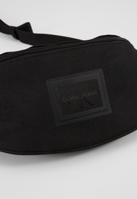 Calvin Klein Jeans - SPORT ESSENTIALS STREETPACK - Sac banane - black - 6