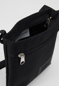 Calvin Klein Jeans - SPORT ESSENTIALS MICROFLAT - Skulderveske - black - 4
