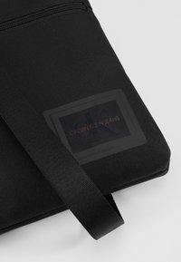 Calvin Klein Jeans - SPORT ESSENTIALS MICROFLAT - Skulderveske - black - 6