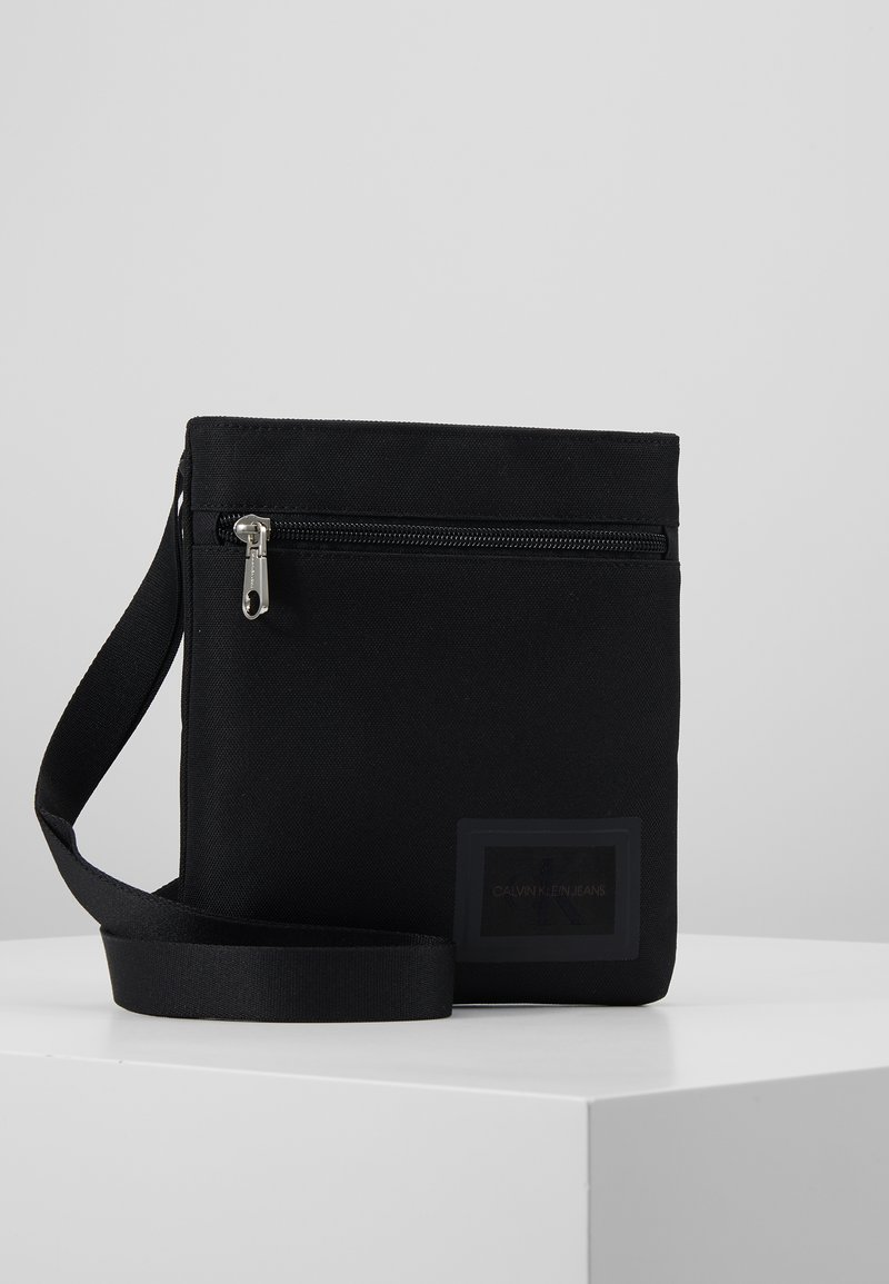 Calvin Klein Jeans - SPORT ESSENTIALS MICROFLAT - Skulderveske - black