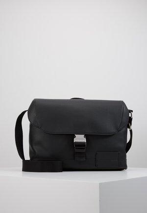 MICRO PEBBLE FLAP MESSENGER - Across body bag - black