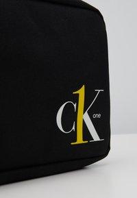 Calvin Klein Jeans - WASHBAG - Trousse - black - 2