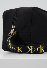 Calvin Klein Jeans - WASHBAG - Trousse - black - 6