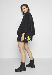Calvin Klein Jeans - CK1 MICRO FLATPACK - Schoudertas - black - 5