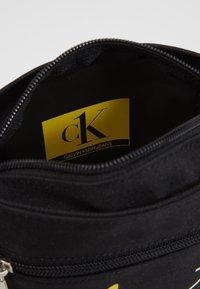 Calvin Klein Jeans - CK1 MICRO FLATPACK - Schoudertas - black - 4
