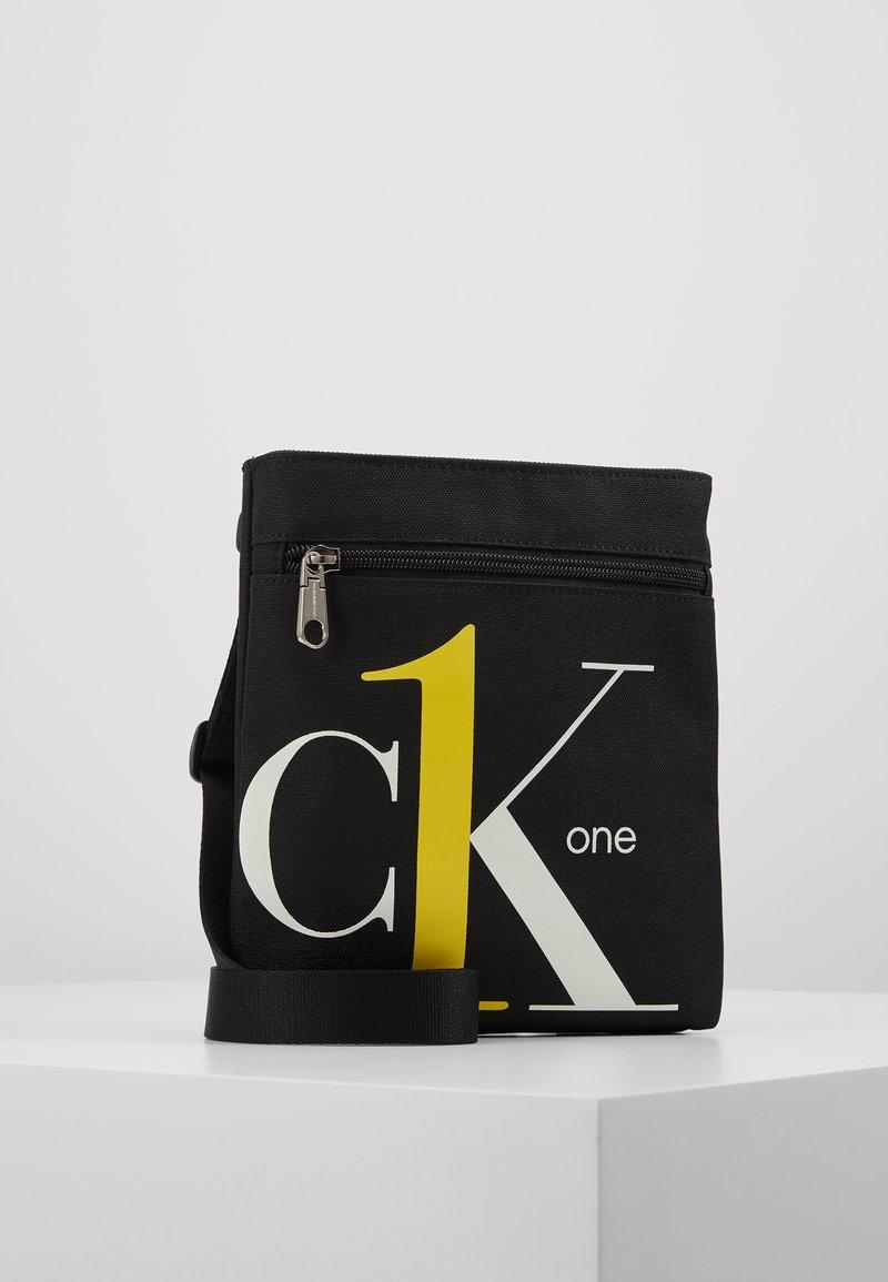 Calvin Klein Jeans - CK1 MICRO FLATPACK - Schoudertas - black