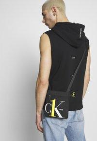Calvin Klein Jeans - CK1 MICRO FLATPACK - Schoudertas - black - 1