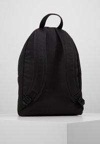 Calvin Klein Jeans - SPORT ESSENTIALS CAMPUS - Tagesrucksack - black - 2