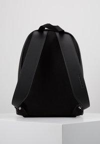 Calvin Klein Jeans - MICRO PEBBLE CAMPUS  - Reppu - black - 3