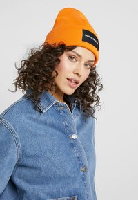Calvin Klein Jeans - BEANIE - Bonnet - orange - 3