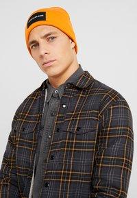 Calvin Klein Jeans - BEANIE - Bonnet - orange - 1